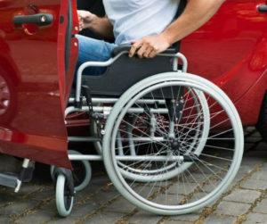 Инвалидам могут начать выдавать автомобили