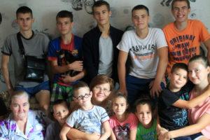Счастливые дочки и сыночки многодетной Оксаны