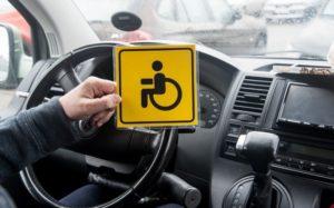В России могут разрешить инвалидам льготную парковку в любом регионе страны