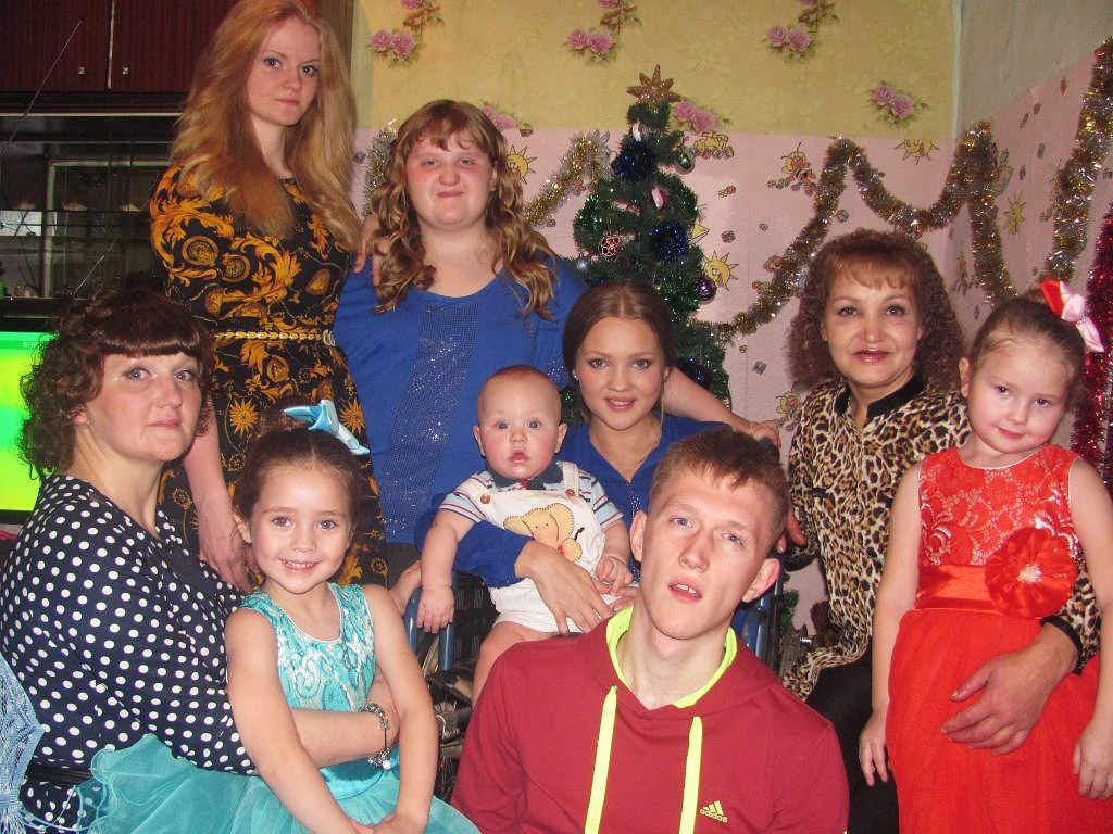 В Кемерове многодетная семья с инвалидом осталась без жилья