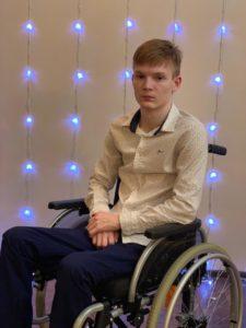 «Моя цель - встать на ноги». О жизни юного футболиста после серьёзной травмы позвоночника