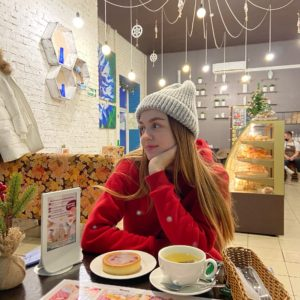 «Почему у такой красивой девушки нет слуха?». Популярная слабослышащая «тик-токерша» из Кемерова – о парнях, глупых вопросах и мечте