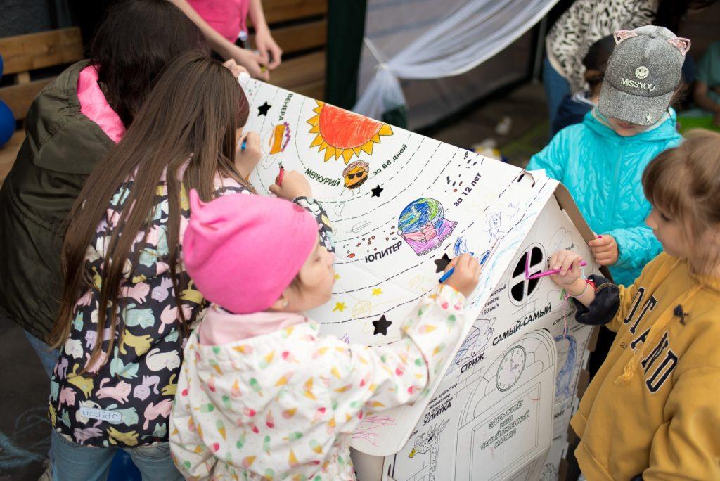 «Клубок» добра и теплоты: в Кемерове прошёл инклюзивный семейный праздник