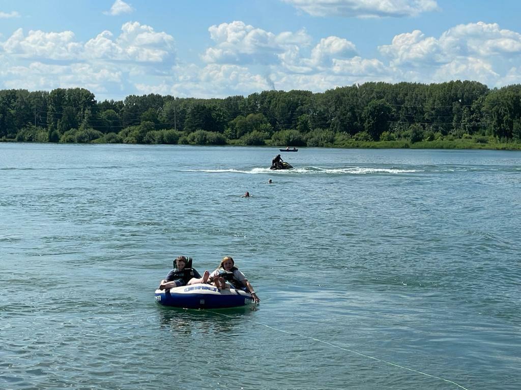 В Кемерове для детей с особыми потребностями организовали плавание на гидроциклах
