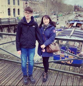 «Нам с Джонатаном повезло, что мы живём в цивилизованном европейском обществе». Мама подростка с аутизмом – об отношении к людям с РАС в Шотландии